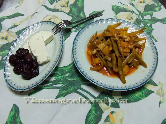 Фасоль в томатном соусе с картофелем