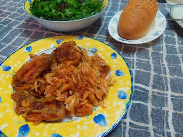 Курица в томатном соусе по-гречески